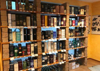 Entdecken Sie eine Vielzahl an Whisky, Gin und Rum in unserer Genusslounge